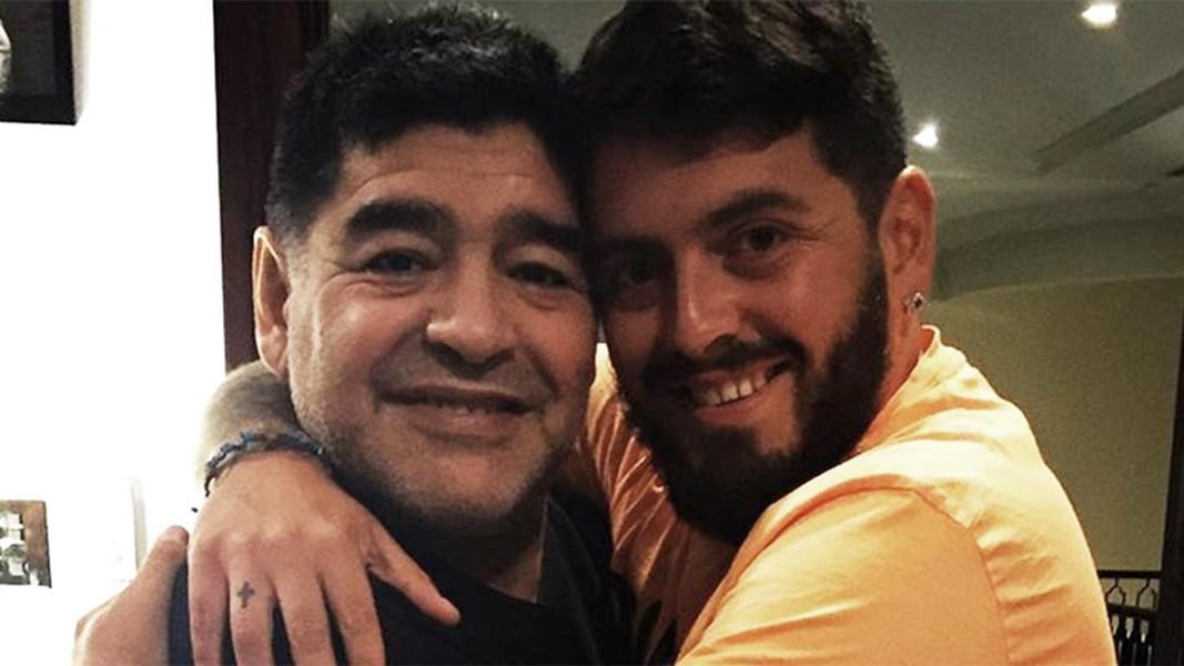 Manchester United, Maradona si candida: