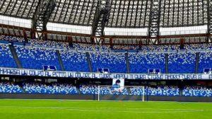 Napoli striscione Maradona